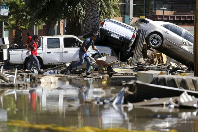 Damaged cars lie on debris after an earthquake hit areas of central Chile, in Coquimbo city, north of Santiago, Chile, September 17, 2015. (Photo by Ivan Alvarado/Reuters)
