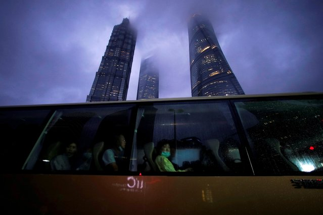 People ride a bus in Lujiazui financial district in Pudong, following the coronavirus disease (COVID-19) outbreak in Shanghai, China on September 17, 2020. (Photo by Aly Song/Reuters)