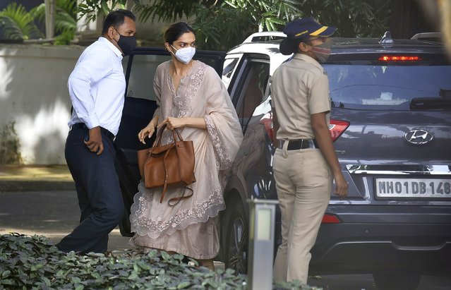 Bollywood actor, Deepika Padukone, center, arrives at the office of narcotics control board, in Mumbai, India, Saturday, September 26, 2020. Bollywood star, Deepika Padukone, was questioned on Saturday by India's narcotics control board which is probing the movie industry's links with drug peddler and cartels, officials said. (Photo by AP Photo/Stringer)