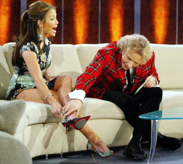 "File photo of German TV host Thomas Gottschalk touching the leg of U.S. actress and singer Jennifer Lopez during the TV show ""Wetten, dass...?!"" (Bet It...?!) in Berlin February 23, 2003. ""Wetten dass..?"", Europe's most successful game show, will be broadcast for the final time on December 13, 2014. (Photo by Reuters)"