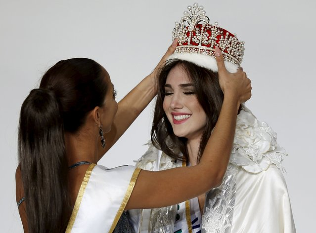 Edymar Martinez (R) representing Venezuela is awarded the crown by Miss International 2014 Valerie Hernandez Matias representing Puerto Rico after winning the title during the 55th Miss International Beauty Pageant in Tokyo, Japan, November 5, 2015. (Photo by Toru Hanai/Reuters)