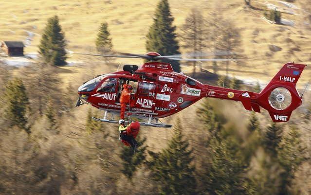 Florian Scheiber of Austria lies in a stretcher as he is transported by a helicopter following a crash during the men's World Cup Downhill skiing race in Val Gardena December 19, 2014. (Photo by Stefano Rellandini/Reuters)