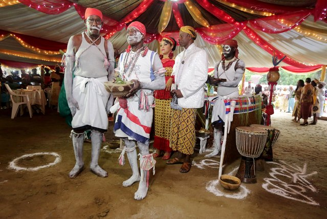 Winti spiritual leader Ramon Mac-Nack (center R) and his bride Melissa Karwafodi are wedded by a Maroon priest (2nd L) in the first Winti marriage ever to be held in public, in district Para, Suriname, November 16, 2015. (Photo by Ranu Abhelakh/Reuters)
