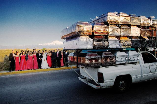 Subida Al Cielo, by José Nieto. Finalist, single image. (Photo by José Nieto/LensCulture 2018 Street Photography Awards)