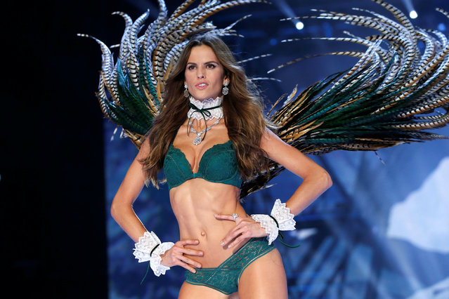 Model Izabel Goulart presents a creation during the 2016 Victoria's Secret Fashion Show at the Grand Palais in Paris, France, November 30, 2016. (Photo by Charles Platiau/Reuters)