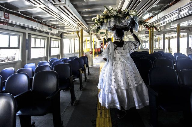 A devotee en route to a procession marking Yemaya Day in Rio de Janeiro, Brazil on February 3, 2016. (Photo by Diego Assis/Shutterstock)