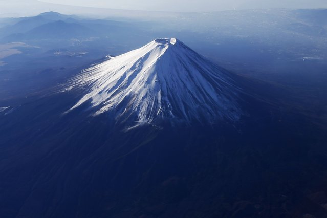 Japan's Mount Fuji is seen covered with snow from an airplane, on December 5, 2013. (Photo by Issei Kato/Reuters)