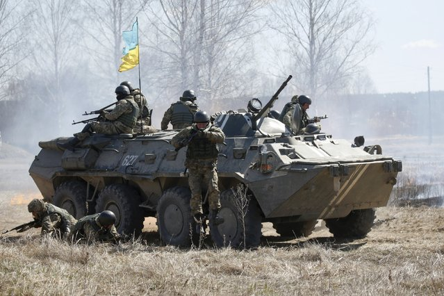 Ukrainian newly mobilized paratroopers drive and jump from an armoured vehicle as they take part in a military drill near Zhytomyr April 9, 2015. (Photo by Valentyn Ogirenko/Reuters)