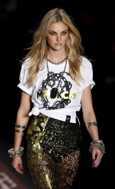 Brazilian top model Caroline Trentini presents a creation from the Ellus Summer 2016 Ready To Wear collection during Sao Paulo Fashion Week in Sao Paulo April 14, 2015. (Photo by Paulo Whitaker/Reuters)
