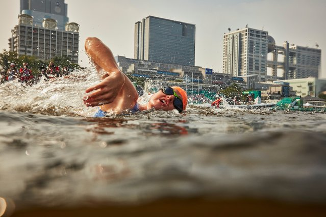 Annouck Curzillat of Team France competes in the swim of the Women's PTVI triathlon on day 4 of the Tokyo 2020 Paralympic Games at Odaiba Marine Park on August 28, 2021 in Tokyo, Japan. (Photo by Adam Pretty/Getty Images)