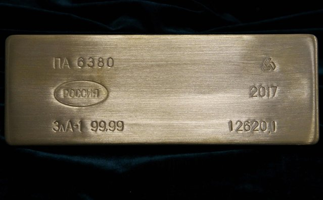 A gold bar is displayed at the Prioksky Non-Ferrous Metals Plant in Kasimov, Russia February 14, 2017. (Photo by Sergei Karpukhin/Reuters)
