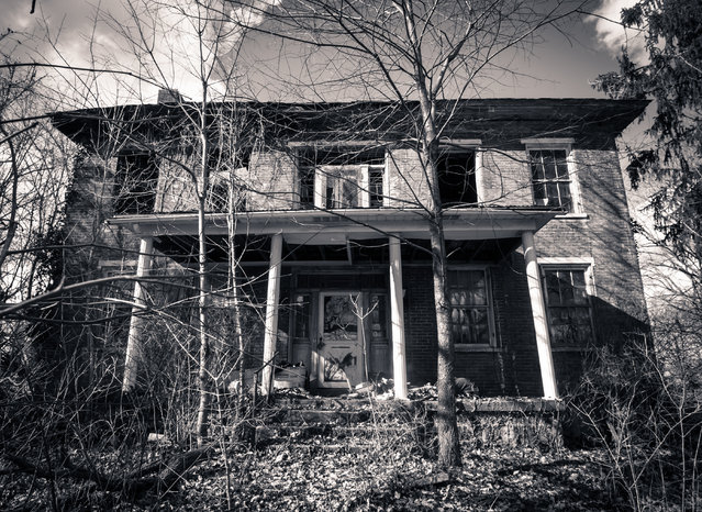 An abandoned and derelecit country home in Ohio. (Photo by Jonny Joo/Barcroft Media)