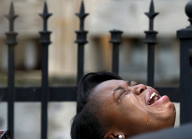 Diamond Trusty cries in grief over the death of her cousin, 7-year-old Amari Brown in Chicago, Illinois, United States, July 5, 2015. Extra police patrols and long shifts were not enough to prevent nine deaths and about 50 injuries from gun violence in Chicago over the Fourth of July weekend, when homicides jump almost every year. Chicago, with 2.7 million people, is the most violent large city in the United States, with poverty, segregation, dozens of small street gangs, and a pervasive gun culture all contributing to the problem. (Photo by Jim Young/Reuters)