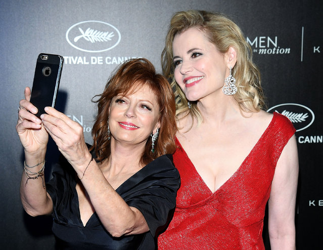 (L-R) Susan Sarandon and Geena Davis attend the Kering And Cannes Film Festival Official Dinner at Place de la Castre on May 15, 2016 in Cannes, France. (Photo by Venturelli/Getty Images for Kering)