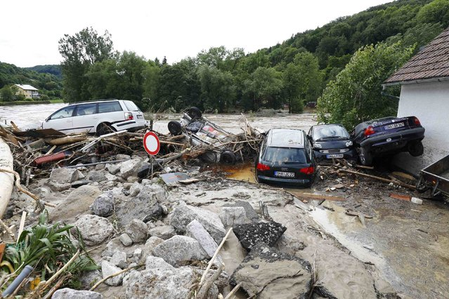 Cars lie amongst debris following floods in the town of Braunsbach, in Baden-Wuerttemberg, Germany, May 30, 2016. (Photo by Kai Pfaffenbach/Reuters)