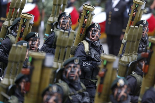 Soldiers participate in a military parade celebrating Independence Day at the Zocalo square in downtown Mexico City, September 16, 2014. (Photo by Edgard Garrido/Reuters)