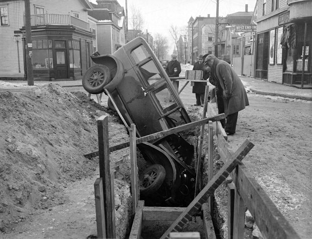 Car goes into trench, 1935. (Photo by Leslie Jones)