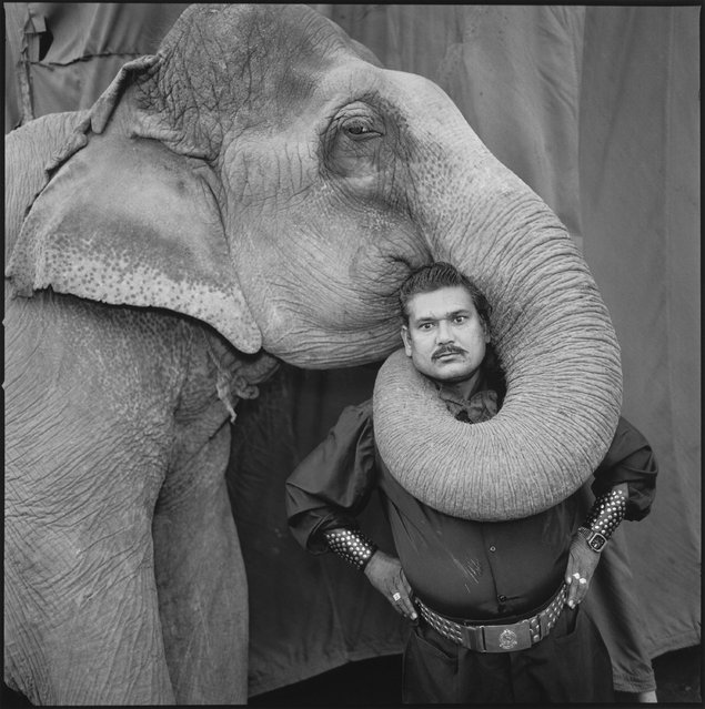 Ram Prakash Singh with his elephant Shyama, Great Golden Circus, Ahmedabad, India, 1990. (Photo by Mary Ellen Mark)