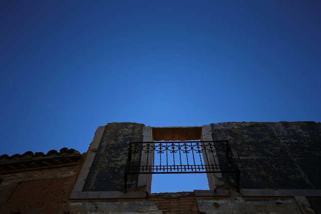 Remains of a building are seen in the old village of Belchite, in northern Spain, November 13, 2016. (Photo by Andrea Comas/Reuters)