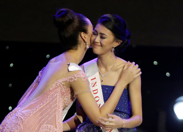 Miss Indonesia Natasha Mannuela (R) is congratulated by Miss Philippines Catriona Elisa Gray after Mannuela was named a finalist in the Miss World 2016 Competition in Oxen Hill, Maryland, U.S., December 18, 2016. (Photo by Joshua Roberts/Reuters)
