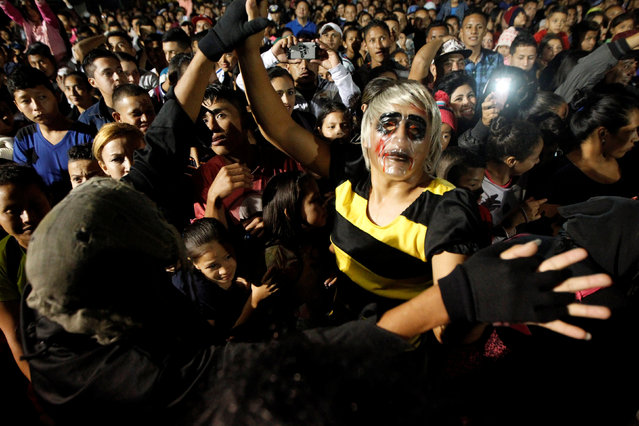 People wearing masks dance as they take part in a procession on Holy Innocents Day in Tegucigalpa, Honduras, December 28, 2016. (Photo by Jorge Cabrera/Reuters)