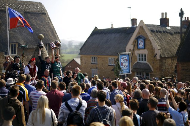 Players hold the bottles aloft before the bottle-kicking game in Hallaton, central England April 6, 2015. (Photo by Darren Staples/Reuters)