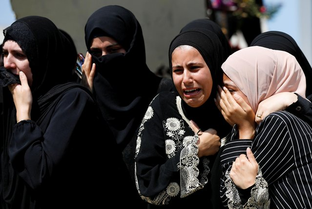 Palestinians react during the funeral of Islamic Jihad gunman Alaa Zyoud who was killed by Israeli forces during exchange of fire in a raid, near Jenin in the Israeli-occupied West Bank, September 30, 2021. (Photo by Mohamad Torokman/Reuters)