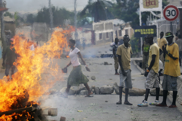 Protester stand by a burning barricade in the Musaga neighborhood of Bujumbura, Burundi, Thursday May 21, 2015. (Photo by Jerome Delay/AP Photo)