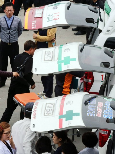 Ambulances waiting for rescued passengers at a harbour in Jindo. (Photo by Getty Images/Yonhap)