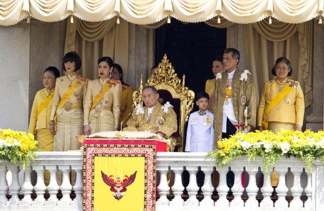 In this December 5, 2012, file photo, Thailand's King Bhumibol Adulyadej, center, is surrounded by his family members, from left, Princess Somsavali, his daughter Princess Ubolratana, his daughter Princess Chulabhorn, Princess Siribhachudabhorn, Royal Consort Princess Srirasm, his grandson Prince Dipangkorn Rasmijoti, his son Crown Prince Vajiralongkorn and his daughter Princess Sirindhorn after addressing the crowd from a balcony of the Ananta Samakhom Throne Hall on his 85th birthday in Bangkok, Thailand. (Photo by Wason Wanichakorn/AP Photo)
