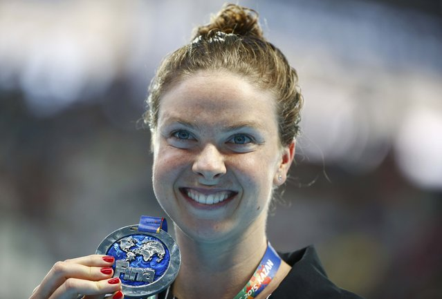Lauren Boyle of New Zealand poses with her silver medal after the women's 1500m freestyle final at the Aquatics World Championships in Kazan, Russia, August 4, 2015. (Photo by Hannibal Hanschke/Reuters)