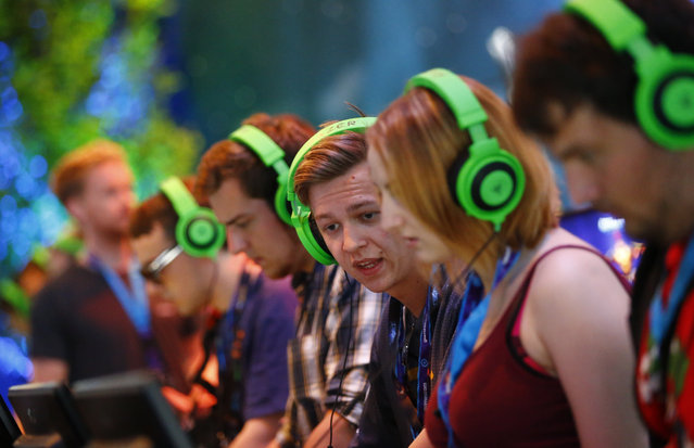 """Gamers play """"Arena of Fate"""" by Bulgarian video game developer Crytek Black Sea during the Gamescom 2015 fair in Cologne, Germany August 5, 2015. (Photo by Kai Pfaffenbach/Reuters)"""