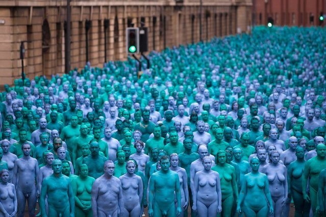 "Naked volunteers, painted in blue to reflect the colours found in Marine paintings in Hull's Ferens Art Gallery, participate in US artist, Spencer Tunick's ""Sea of Hull"" installation in Kingston upon Hull on July 9, 2016. Over a period of 20 years, the New York based artist has created over 90 art installations in some of the most culturally significant places and landmarks around the world including the Sydney Opera House, Place des Arts in Montreal, Mexico City, Ernest Happel Stadium in Vienna and Munich in Germany. (Photo by Jon Super/AFP Photo)"