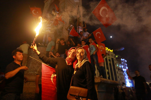 Supporters of Turkish President Tayyip Erdogan gather at Taksim Square in central Istanbul, Turkey, July 16, 2016. (Photo by Kemal Aslan/Reuters)