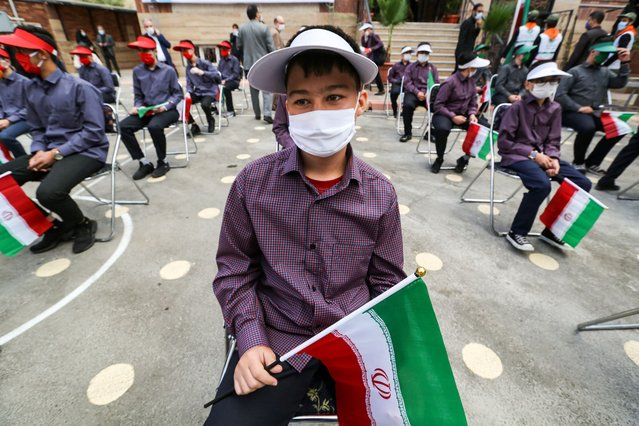 Iranian students wearing mask are seen in school after Ministry of Education of Iran plans the opening of schools and education to be done remotely in some schools according to the coronavirus (Covid-19) risk level in Tehran, Iran on September 05, 2020. (Photo by Atta Kenare/AFP Photo)