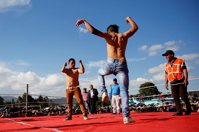 Two men participate in a bare-knuckle fight as part of a local tradition on Good Friday during Holy Week in the town of Chivarreto, on the outskirts of Guatemala City, Guatemala, March 30, 2018. (Photo by Luis Echeverria/Reuters)