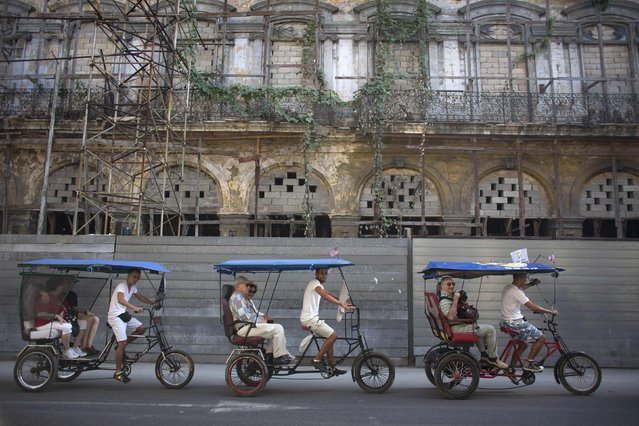 Tourists ride in pedicabs in Havana, January 23, 2015. (Photo by Alexandre Meneghini/Reuters)
