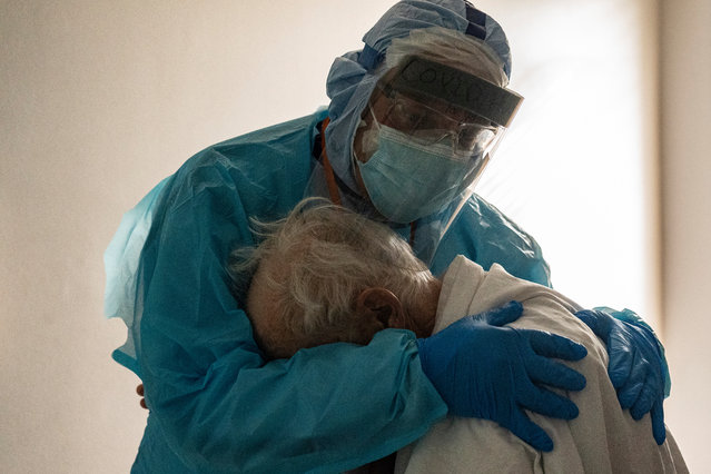 Dr. Joseph Varon hugs and comforts a patient in the COVID-19 intensive care unit (ICU) during Thanksgiving at the United Memorial Medical Center on November 26, 2020 in Houston, Texas. According to reports, Texas has reached over 1,220,000 cases, including over 21,500 deaths. (Photo by Go Nakamura/Getty Images)