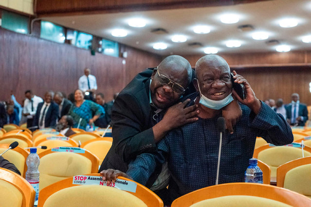 DR Congo MPs celebrate on December 10, 2020, as legislators remove the Assembly's speaker, in the latest round of a bitter dispute between the current President and supporters of his predecessor. (Photo by Arsene Mpiana/AFP Photo)