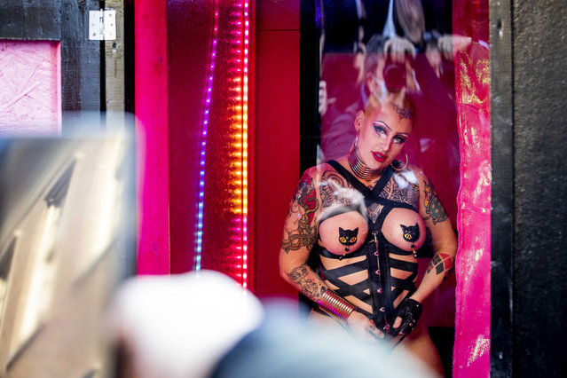 A sеx worker performs in a mobile peep show to protest against the decision that sеx workers are not yet allowed to return to work, in The Hague, The Netherlands. 02 March 2021. The Dutch cabinet stipulated that all contact professions could return to work after a lockdown, but excluded sеx workers from resuming their work. (Photo by Sem van der Wal/EPA/EFE)