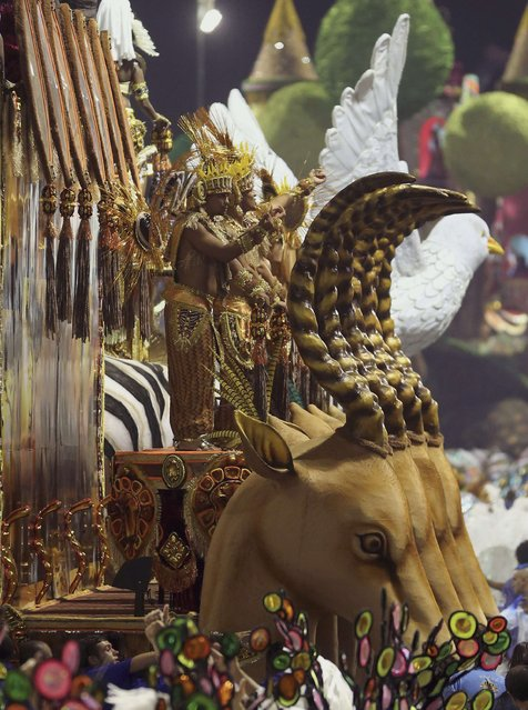Revellers from the Imperio da Casa Verde Samba School take part in a carnival at Anhembi Sambadrome in Sao Paulo  February 15, 2015. (Photo by Paulo Whitaker/Reuters)