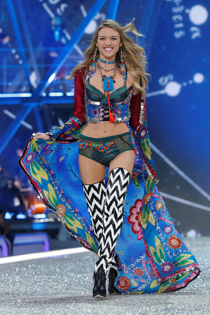 Model Martha Hunt presents a creation during the 2016 Victoria's Secret Fashion Show at the Grand Palais in Paris, France, November 30, 2016. (Photo by Charles Platiau/Reuters)