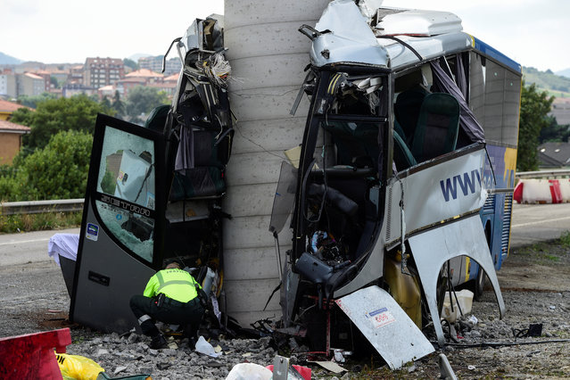 A civil guard surveys the wreckage  of a bus crash which left at least four people dead in Aviles, Spain, September 3, 2018. (Photo by Eloy Alonso/Reuters)