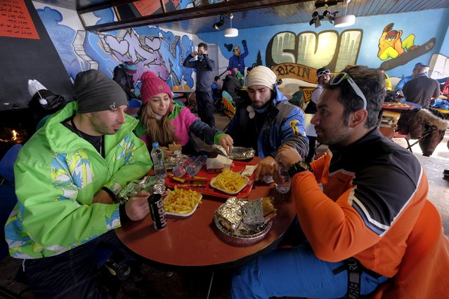 Iranian skiers have meals in a restaurant at the Dizin ski resort, northwest of Tehran January 15, 2016. (Photo by Raheb Homavandi/Reuters/TIMA)