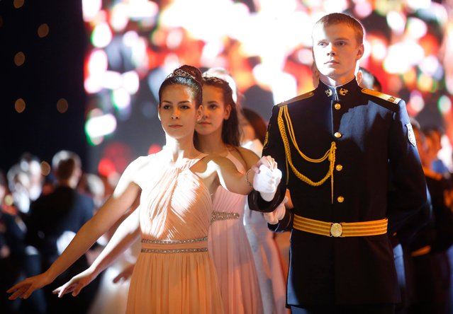 Participants line up prior to perform during the Kremlin Cadet Ball in Moscow, Russia, 08 December 2016. (Photo by Sergei Chirikov/EPA)