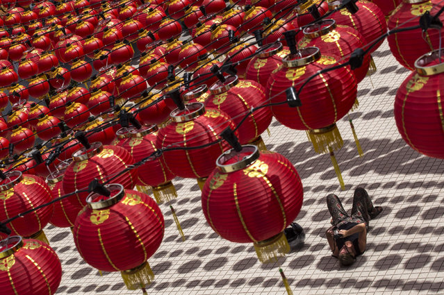 A tourist takes a photograph of lantern decorations at Thean Hou Temple in Kuala Lumpur, Malaysia, 27 January 2016. Chinese around the world will celebrate the Lunar New Year on 09 February. (Photo by Ahmad Yusni/EPA)