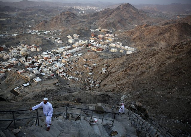 "Muslims climb towards the Hira cave at the top of Mount Al-Noor during their Umrah Mawlid al-Nabawi ""Birthday of Prophet Mohammad"" in the holy city of Mecca, Saudi Arabia January 16, 2016. (Photo by Amr Abdallah Dalsh/Reuters)"