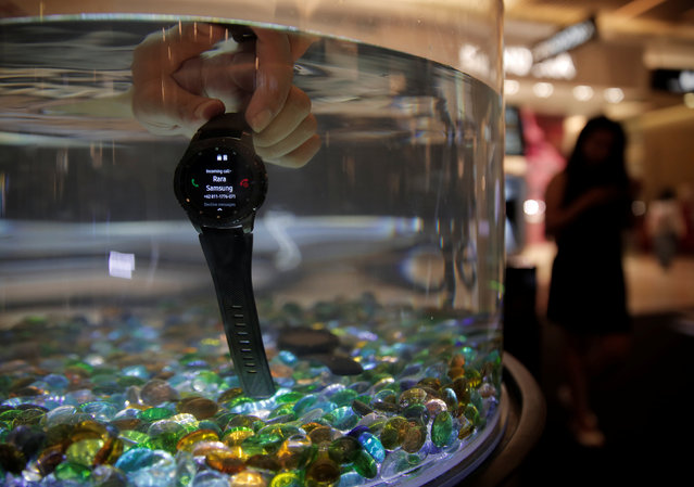 A salesperson demonstrates the water resistance of Samsung Gear S3 during a launch event in Jakarta, Indonesia, January 27, 2017. (Photo by Reuters/Beawiharta)