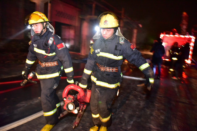 Rescuers work at the site of an explosion at a chemical plant in Tongling, Anhui province, China, February 8, 2017. (Photo by Reuters/Stringer)