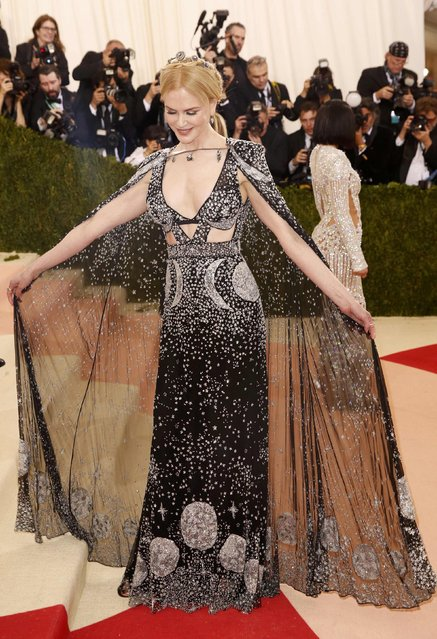 """Actress Nicole Kidman arrives at the Metropolitan Museum of Art Costume Institute Gala (Met Gala) to celebrate the opening of """"Manus x Machina: Fashion in an Age of Technology"""" in the Manhattan borough of New York, May 2, 2016. (Photo by Lucas Jackson/Reuters)"""